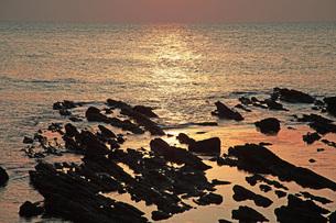 夕焼の海の写真素材 [FYI04216770]
