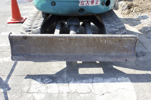 工事現場のミニブルドーザの写真素材 [FYI04218498]