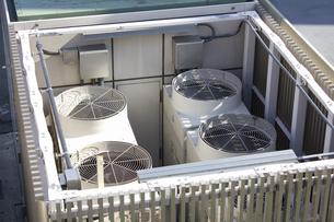 大型空調機の室外機の写真素材 [FYI04218632]