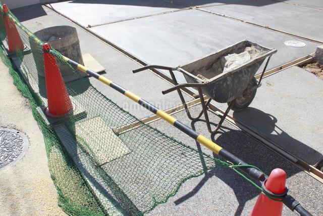 一戸建て住宅のカーポートの工事の写真素材 [FYI04218883]