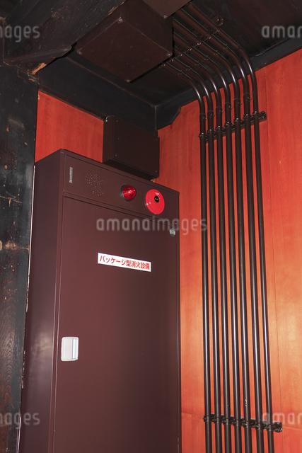 室内のパッケージ型消火器の写真素材 [FYI04220488]