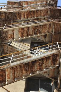 錆びた非常階段の鉄骨の写真素材 [FYI04220713]