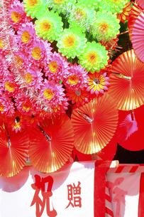 新装開店の造花の花輪の写真素材 [FYI04220742]