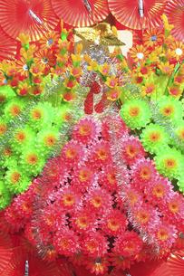 新装開店の造花の花輪の写真素材 [FYI04220743]
