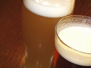 グラスに入れたビールの写真素材 [FYI04220819]