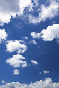 青空と雲の写真素材 [FYI04222694]
