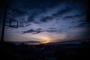 春先の夕焼けの写真素材 [FYI04223071]