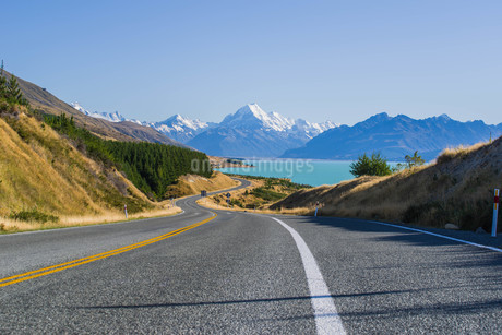 マウントクック_国立公園に続く道_ニュージーランドの写真素材 [FYI04223224]