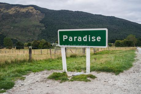 パラダイス_看板_ニュージーランドの写真素材 [FYI04223339]