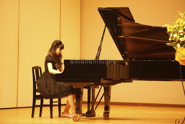 ピアノの写真素材 [FYI04223569]
