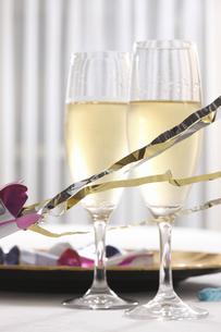クラッカーとワインの写真素材 [FYI04223670]