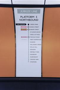 グリーンパーク駅の表示板のイラスト素材 [FYI04228195]