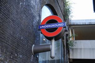 ロンドンブリッジ駅の表示板の写真素材 [FYI04228256]