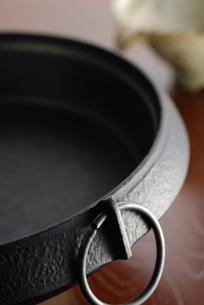 鉄鍋のイラスト素材 [FYI04228892]