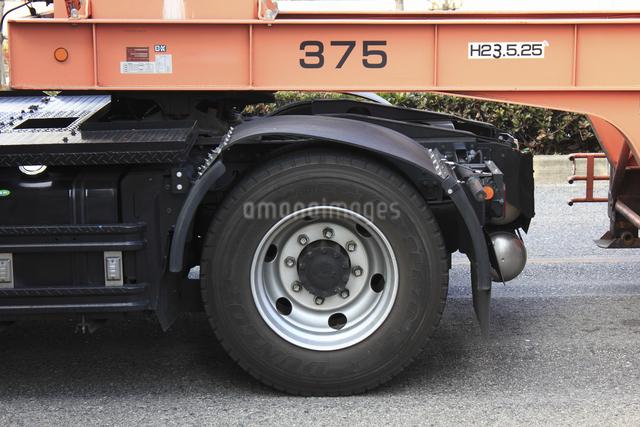 トレーラーのタイヤの写真素材 [FYI04232874]