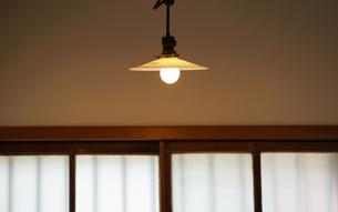 部屋の灯りの写真素材 [FYI04233384]
