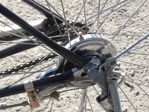 自転車の後輪のバンドブレーキの写真素材 [FYI04233398]