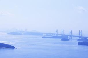 鷲羽山から望む瀬戸大橋の写真素材 [FYI04237255]