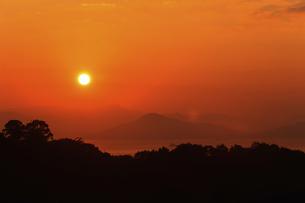 宮島SAから望む日の出の写真素材 [FYI04237356]