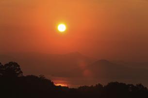 宮島SAから望む日の出の写真素材 [FYI04237361]