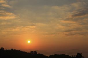宮島SAから望む日の出の写真素材 [FYI04237362]
