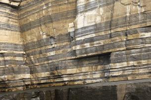 ホルンフェルス断層の岩肌の写真素材 [FYI04238287]