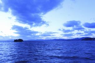 宍道湖の夕日のイラスト素材 [FYI04238612]