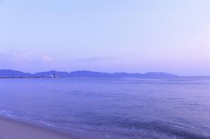 弓ケ浜の朝の写真素材 [FYI04238624]