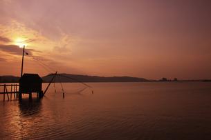 東郷湖の夕日の写真素材 [FYI04238908]