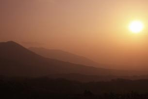 蒜山の日の出の写真素材 [FYI04238954]