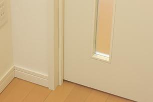 ドアとフローリングの写真素材 [FYI04239364]