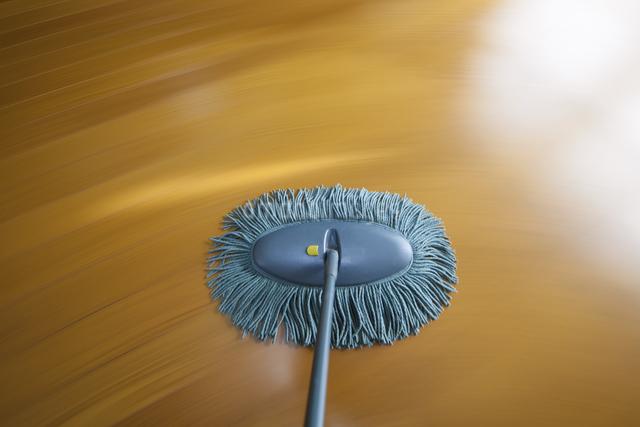 床掃除モップがけの流し撮りのイラスト素材 [FYI04239985]