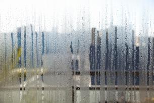 結露した窓ガラスの写真素材 [FYI04240152]