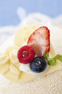ホワイトデーケーキのイラスト素材 [FYI04240227]