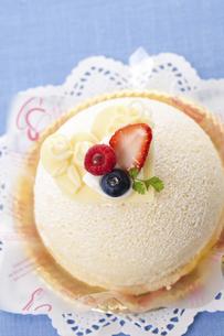 ホワイトデーケーキのイラスト素材 [FYI04240230]