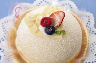 ホワイトデーケーキのイラスト素材 [FYI04240231]