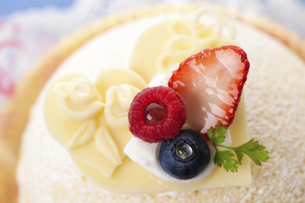 ホワイトデーケーキのイラスト素材 [FYI04240232]