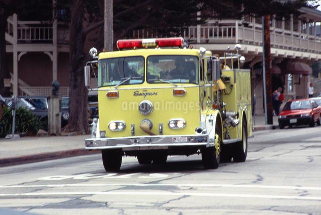サンフランシスコの黄色い消防車の写真素材 [FYI04240954]
