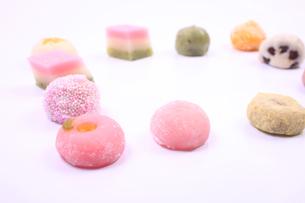 彩とりどりの和菓子の写真素材 [FYI04244285]