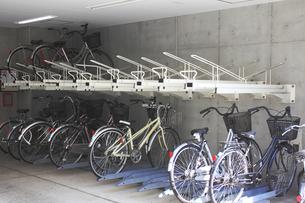 マンションの駐輪場の写真素材 [FYI04245999]