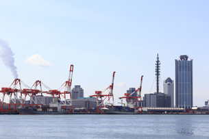 大阪WTCと南港の風景の写真素材 [FYI04246187]