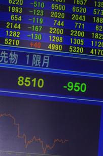 株価暴落のイラスト素材 [FYI04246525]