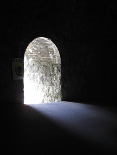 トンネル内の避難口の写真素材 [FYI04246988]