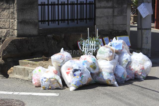 街角のゴミのイラスト素材 [FYI04247372]