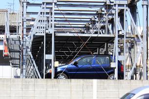 機械式二段駐車場のイラスト素材 [FYI04247375]