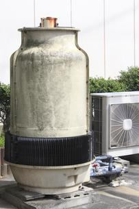 工場の水冷式空調機の室外機の写真素材 [FYI04247740]