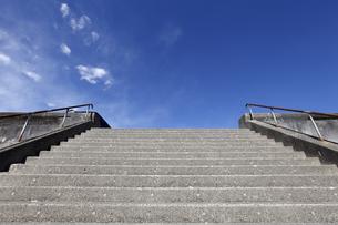石階段と青空の写真素材 [FYI04247760]