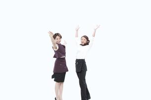 飲食業の制服を着た女性の写真素材 [FYI04249315]