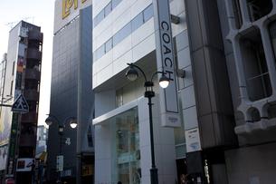節電で暗い渋谷の街の写真素材 [FYI04249408]