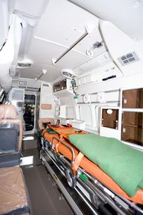 救急車の内部の写真素材 [FYI04250241]
